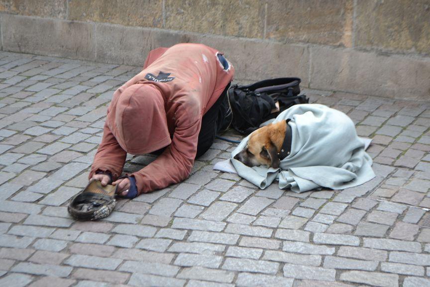 Попрошайничество– это выпрашивание денег либо иных материальных и нематериальных ценностей у незнакомых людей. 15