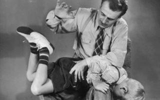 Шлепки по попе: как отличить любовную игру от домашнего насилия?